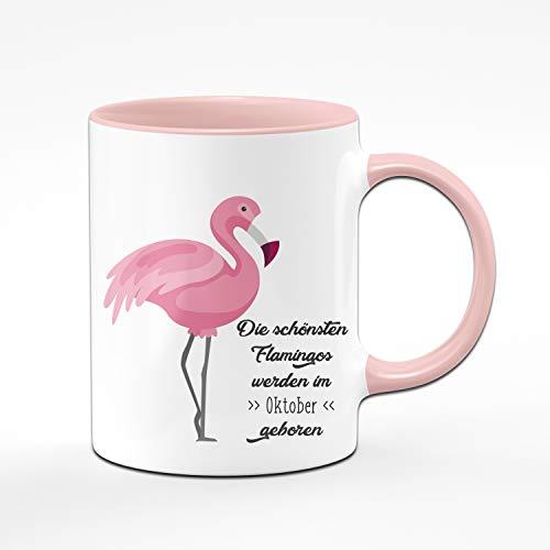 Tassenbrennerei Flamingo Tasse mit Spruch Die schönsten Flamingos Werden im Oktober geboren - Geschenk zum Geburtstag, Geburtstagstasse, Tassen mit Sprüchen lustig (Oktober)