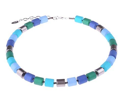"""Elegante Damenkette \""""Bärbel\"""" aus Polaris- und lackierten Acrylzylindern in Blau-und Grüntönen mit silbernen Akzenten, handgefertigt von Adi-Modeschmuck in Berlin."""