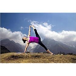 Póster 90 x 60 cm: Nepalese woman doing yoga de Cory Richards / National Geographic - impresión artística de alta calidad, nuevo póster artístico