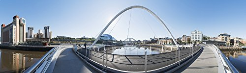 The Poster Corp John Short/Design Pics - Gateshead Millennium Bridge; Newcastle Tyne and Wear England Photo Print (71,12 x 20,32 cm)