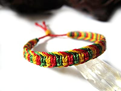 Bracelet brésilien/amitié/couleur rasta Jamaïque reggae /en fil vert jaune rouge tissé main en macramé avec du fil ciré