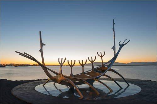 Póster 60 x 40 cm: Solfar, Viking Longboat Sculpture de Christian Kober/Robert Harding - impresión artística, Nuevo póster artístico