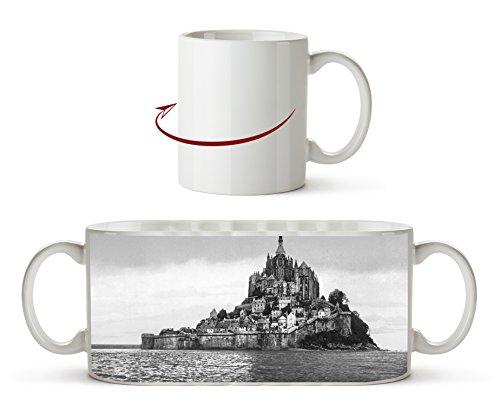 Küste von Mont St Michel Effekt: Schwarz/Weiß als Motivetasse 300ml, aus Keramik weiß, wunderbar als Geschenkidee oder ihre neue Lieblingstasse.