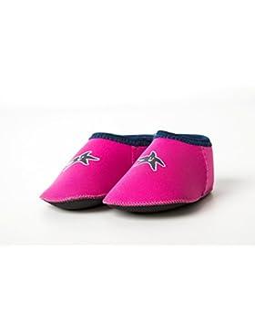 De los zapatos de la orilla pies de la foulard rosa