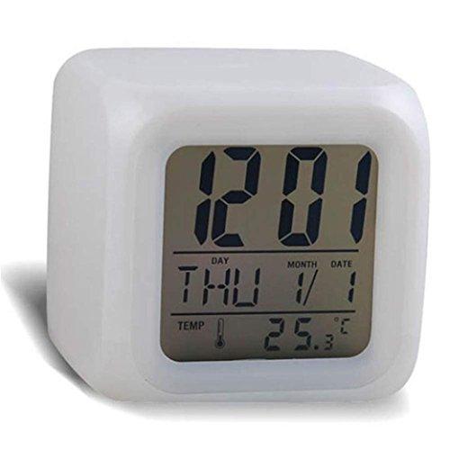 Preisvergleich Produktbild Funk Wecker batteriebetriebener Digital Wecker Leuchtende LED mit 7 Farbwechsel, Snooze, Datumsanzeige, Temperatur und Kalender LuckyGirls