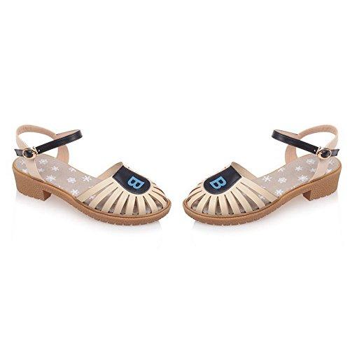 AllhqFashion Damen Pu Leder Gemischte Farbe Schnalle Niedriger Absatz Sandalen Cremefarben