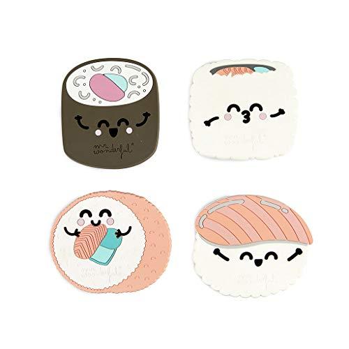 Balvi Posavasos MrWonderful Sushi Set de 4 posavasos En forma de nigiri, maki y uramaki Comida japonesa Silicona PRÁCTICO. Mantén limpias y protege las superficies con este set de 4 posavasos. DISEÑO MR.WONDERFUL. Productos bonitos que hablan de sent...