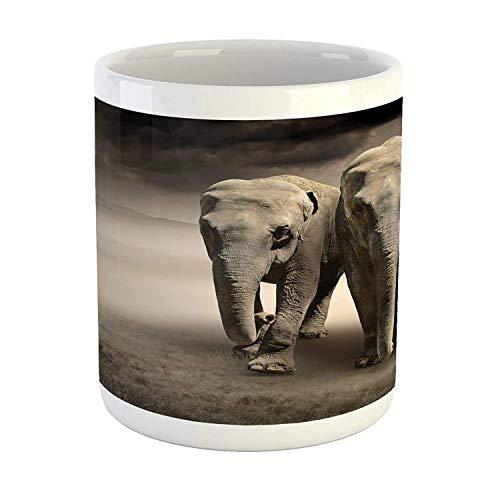 Taza de elefante, par de elefantes en movimiento Fondo de polvo polvoriento Nubes Desierto Impresión del desierto, Taza de café de cerámica impresa Taza de bebidas de té de agua, Tan Taupe