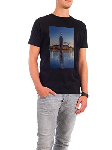 """Design T-Shirt Männer Continental Cotton """"The City Hall of Stockholm"""" - stylisches Shirt Städte / Stockholm von Domingo Leiva Nicolás Schwarz"""