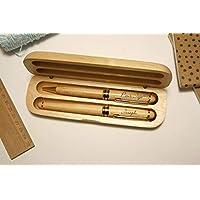 Coffret 2 stylos personnalisés en bois avec triple gravure. Coffret cadeau idéal anniversaire, retraite personnalisation avec gravure du prénom. Gravé sur mesure.