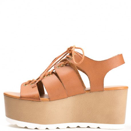 Ideal Shoes - Sandales à plateforme style spartiate Medea Camel