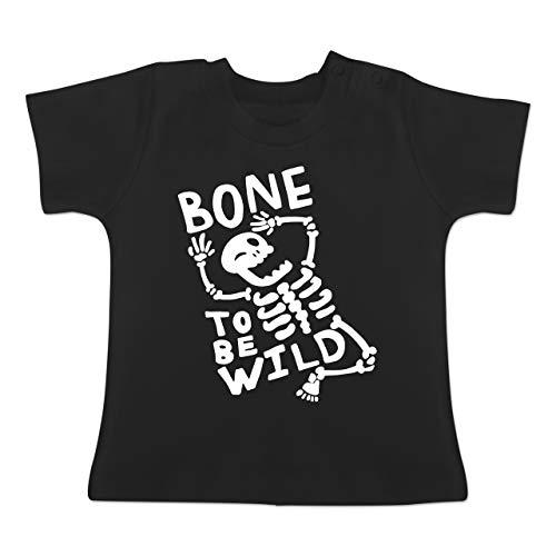 Anlässe Baby - Bone to me Wild Halloween Kostüm - 6-12 Monate - Schwarz - BZ02 - Baby T-Shirt ()
