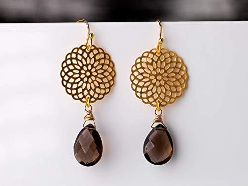 Mandala-Blüten-Ohrringe, orientalische Ohrhänger braun-gold, matt-vergoldete Kreise mit Rauch-Quarz-Tropfen, das perfekte Geschenk
