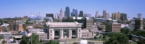 The Poster Corp Panoramic Images - Union Station with city skyline in background Kansas City Missouri USA Photo Print (38,10 x 12,70 cm) -
