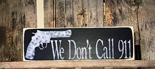 qidushop We Dont Call 911 bemalte Hausschutzkunst Pistolen-Enthusiast-Dekoration, rustikales Wandschild zum Aufhängen mit Pistolen-Warnschild, Holzschild, für Zuhause, Dekoration, Zitat, Gartenschild -