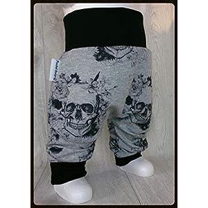 Baby Pumphose Skulls Totenkopf Grau Schwarz handmade Puschel-Design