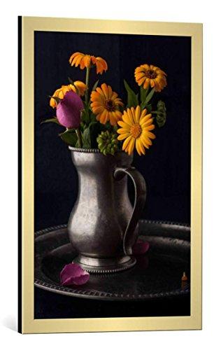 Kunst für Alle Image encadrée: Denis Karpenkov Bouquet of flowers in the old metal jug vertical - impression d'art décorative, en cadre de haute qualité, 50x75 cm, Doré Brossé