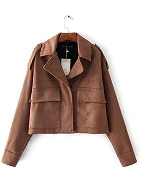 Una chaqueta de cuero de la mujer; una capa holgada.