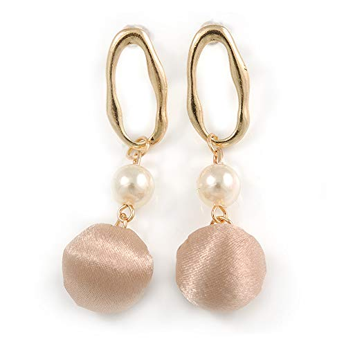 Trendige Pastell Beige Seide Stoff Ball mit Gold Ton Oval Drop Ohrringe - 60 mm L - Ohrringe Drop Ball Gold
