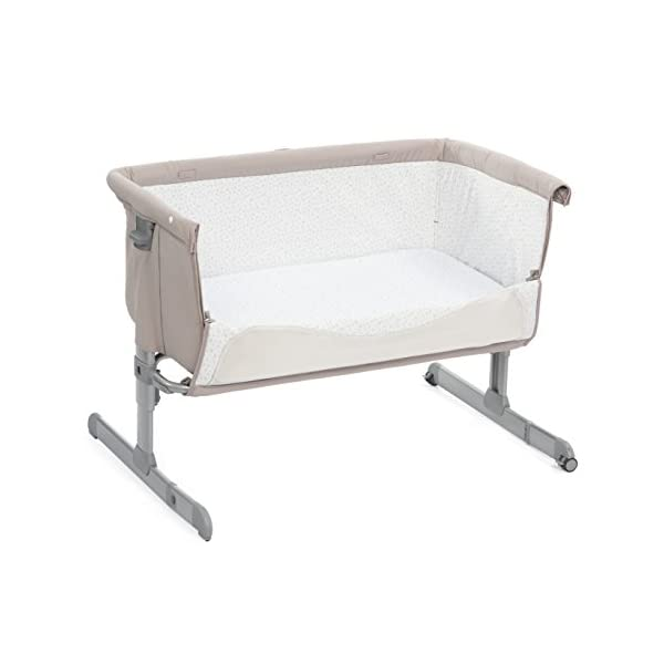 Cradle Cododo Next 2 Me Chick to Chick - Chicco  Maximum adjustability - Next 2 Me can be adjusted up to 6 different heights and it can also be used inclined to help with baby's congestion and reflux. Crib attaches to Parents' bed using a strap Rounded and cocooning shape Soft padded sides for extra comfort Mattress included. Removable and washable lining. 4