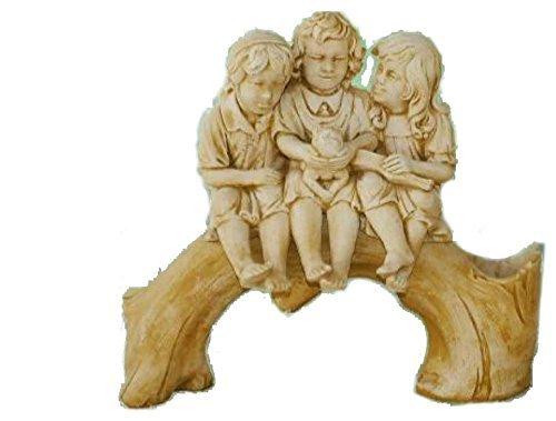 Statue, tronc avec enfants, banc, mesures : 110 x100 cm.