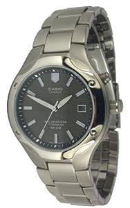 CASIO LIN-165-1BVEF - Reloj de caballero de cuarzo, correa de titanio color gris (con luz) de Casio
