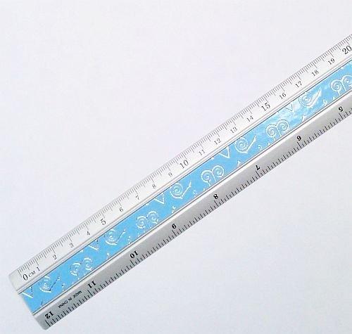 Preisvergleich Produktbild Aluminiumlineal / Lineal 30 cm - Stabile Ausführung, eingeteilt in cm / mm und Zoll / Inch (farblich sortiert)