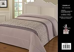 couvre lit matelass 2 personnes taupe motifs jacquard 230cmx250cm cuisine maison. Black Bedroom Furniture Sets. Home Design Ideas