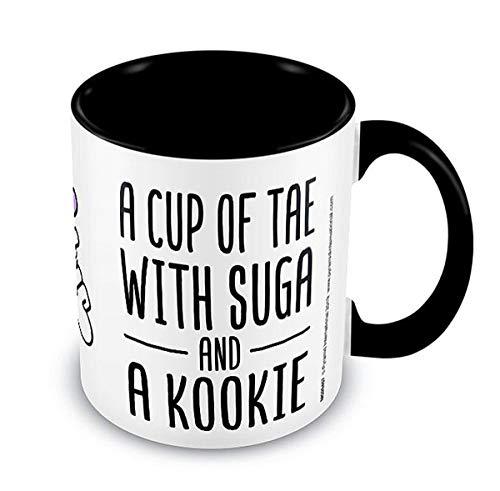 K-Pop Tasse A Cup of Tae with Suga and a Kookie - weiß & schwarz, Bedruckt, aus Keramik, Fassungsvermögen ca. 315 ml.