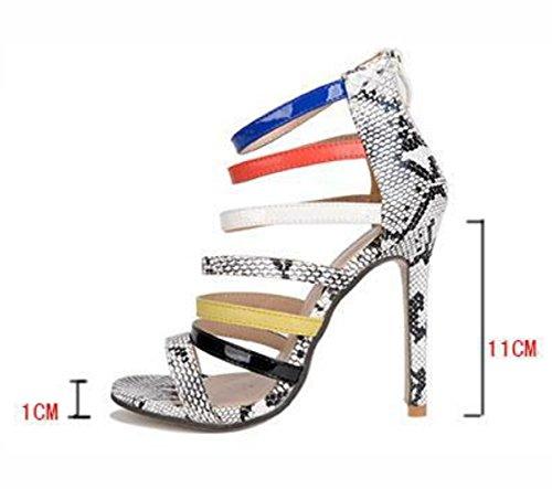 Frau verfolgt fein mit Sandalen Serpentin Farbe Schuhe Sandalen 37