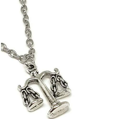 Collar de plata con escalas de justicia tibetana de noche de plata en una cadena bañada en plata de 56 cm en una preciosa bolsa de regalo escalas de la justicia collar mide 20 mm x 12 mm Longitud de la cadena 55 cm cierre de broche.