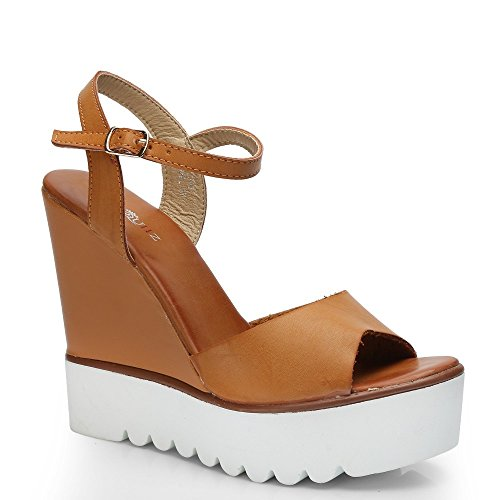 Ideal-Shoes Sandali compensate in similpelle con suola in gomma Fanya Marrone (Cammello)