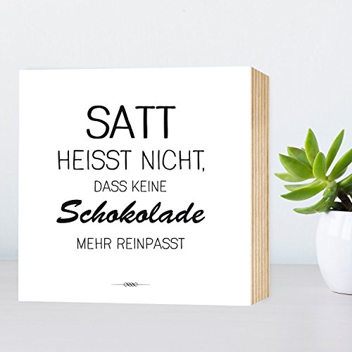 satt-heit-nicht-dass-keine-schokolade-mehr-reinpasst-lustiges-holzbild-15x15x2cm-echter-fotodruck-mi