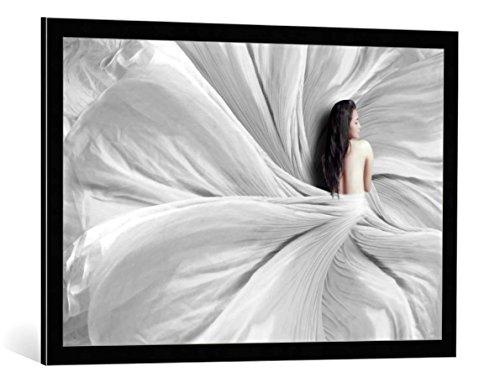 kunst für alle Bild mit Bilder-Rahmen: Heru Sulistyono Snow White - dekorativer Kunstdruck, hochwertig gerahmt, 90x60 cm, Schwarz/Kante grau (Snow White Bilderrahmen)