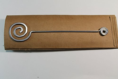 Segnalibro Orbita Argento,interamente realizzato a mano in alluminio e corredato di custodia in cartoncino,anch'essa realizzata a mano!Un pensiero semplice e di effetto!