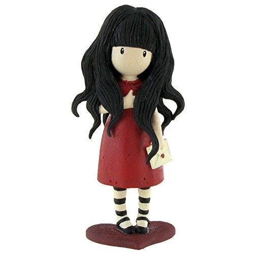 Preciosa figura de las enigmáticas Gorjuss. La figura es de PVC, mide 9.6 cm aproximadamente y tiene el diseño de la colección 'From The Heart'. Recomendado a partir de 4 años.