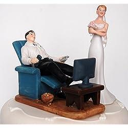 Figura novia enfadada novio jugando consola