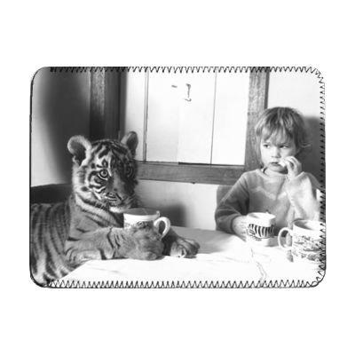 4-year-old-megan-whittaker-con-indian-tiger-ipad-copertura-manicotto-protettivo-art247-ipad-1-e-2