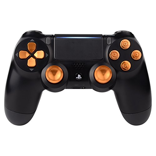 eXtremeRate® PS4 Button Thumbsticks D-Pad Steuerkreuz aus Aluminium für Sony PlayStation 4 Dualshock 4 Controller Set Bundle Munition Thumbsticks Bullets Tasten Kappen Zubehör(Gold) (Gold, Playstation 3 Controller)