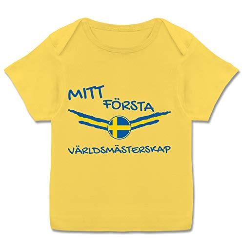 Fußball-Europameisterschaft 2020 - Baby - Meine erste WM Schweden - 68-74 (9 Monate) - Gelb - E110B - Kurzarm Baby-Shirt für Jungen und Mädchen -