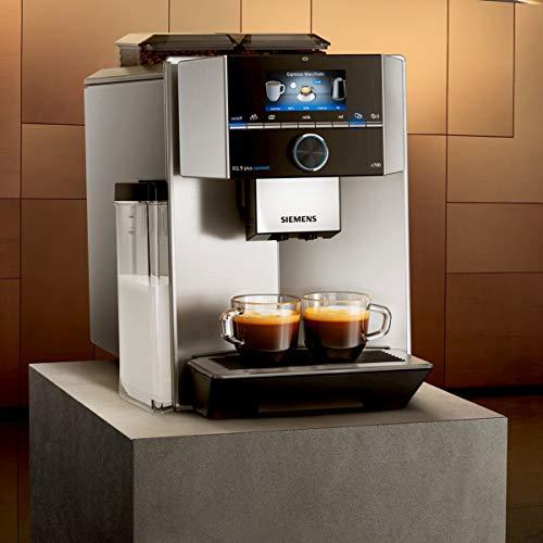 Mit der SIEMENS EQ.9 plus s700 können Sie alle erdenklichen Kaffee-Varianten zubereiten. Das Ganze im Top-Design und bestückt mit allen technischen Finessen.