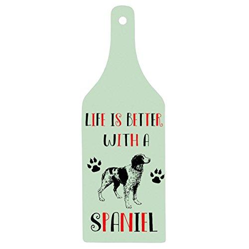 """Schneidebrettin Form einer Glasflasche mit der englischsprachigen Aufschrift: """"Life is better with a Spaniel"""" –großartiges und lustiges Geschenk für Spanielhalter"""