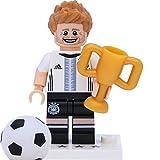 Lego 71014 Minifigur - DFB - Die Mannschaft: #4 Benedikt Höwedes mit Pokal