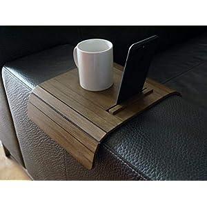 Holz sofa armlehnentisch mit smartphone und tablet ständer in vielen farben wie dunkle nussbaum Armlehnentablett Tisch für couch Schleichendes sofatisch Klein tabellen ablage
