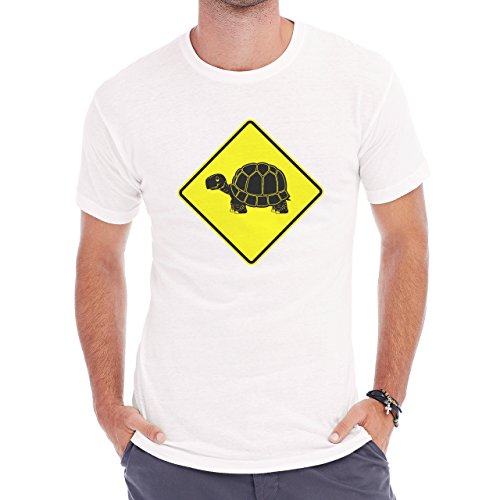 Turtle Is Happy Crossing The Line Hapy Birthday Present Herren T-Shirt Weiß