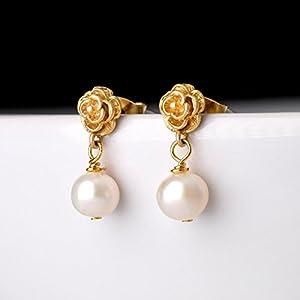 Romantische Perlen-Ohrstecker gold / zierlicher Perlen-Schmuck / Brautschmuck: Kleine vergoldete Blüten-Ohrstecker mit echten Süßwasserperlen