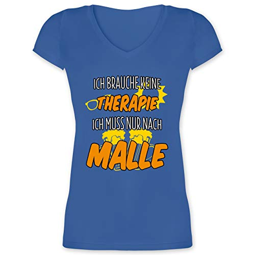 Urlaub - Ich Brauche Keine Therapie ich muss nur nach Malle - M - Blau - XO1525 - Damen T-Shirt mit V-Ausschnitt