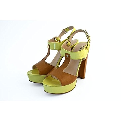 Scarpe sandali, decolte' Chiara Luciani con chiusura con cinturino giallo, sottopiede in pelle, tacco in cuoio robusto da 11 cm e plateau in pelle giallo da 3 cm, fondo in gomma con logo.