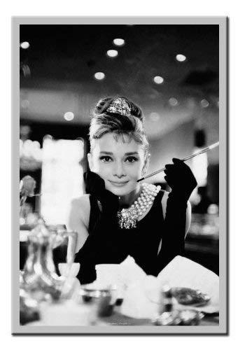 iPosters Poster Audrey Hepburn/Breakfast at Tiffany 's Kork Pinnwand silber Rahmen, 96,5x 66cm (ca. 96,5x 66cm)