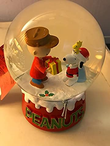 Kurt Adler Peanuts Charlie Brown and Snoopy with Christmas present 100mm glass water snow globe by (Snoopy Charlie Brown Christmas)